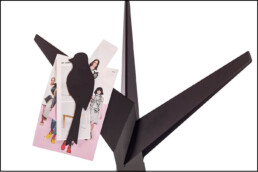 Kapstok met Kapstok BOOM met vogelmagneten voor notities, inspiratie en ideeën.