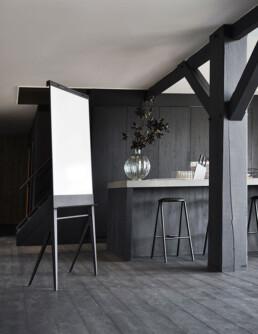 verrijdbare stijlvolle flip-over met papierroller; mobile foldable design flip-chart; verrijdbare design whiteboard magnetisch emaille