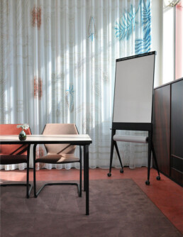 verrijdbare opklapbare design flip-over met papierroller; mobile foldable design flip-chart
