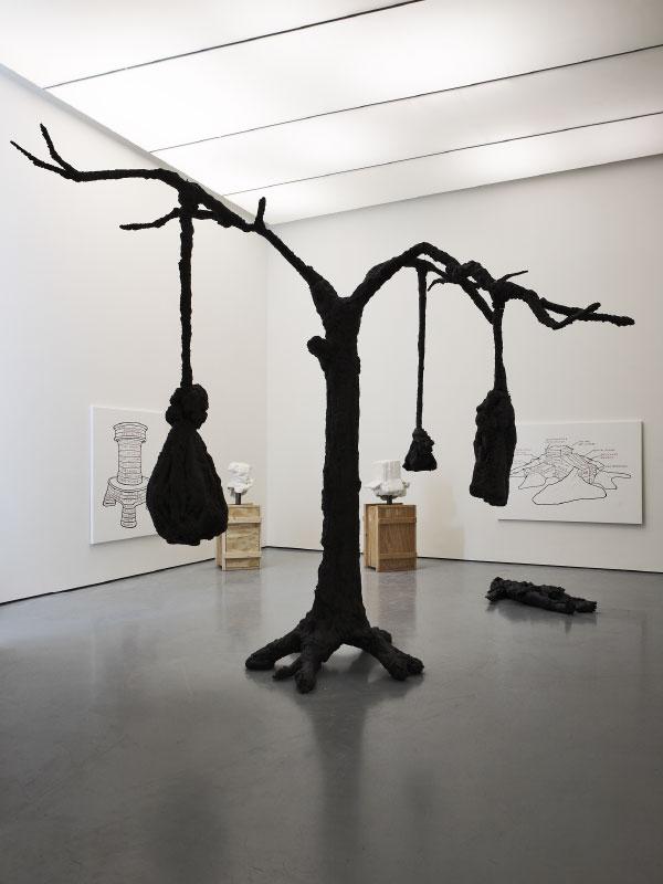 TREE kunstobject van Joep van Lieshout