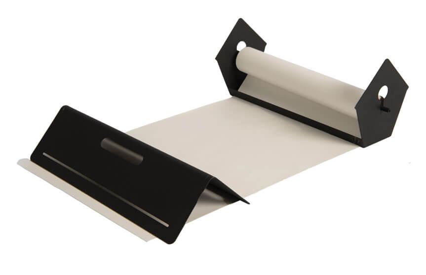 Vogelhaus mit papierrolle um auf dem Tisch, gegen die Wand zu schreiben
