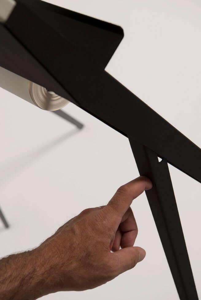 Design flip-over bord met elegante uitklapbare poten